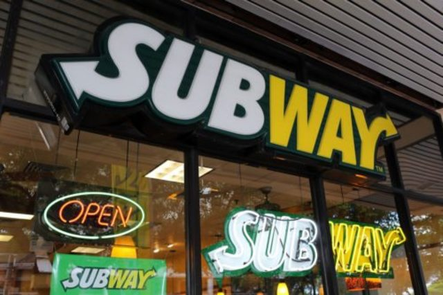 493636660_subway-restaurant-500x333_62396068_ver1.0_640_480