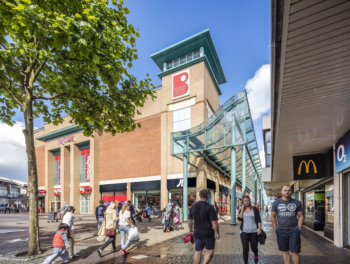 Broadway_shopping_centre_1